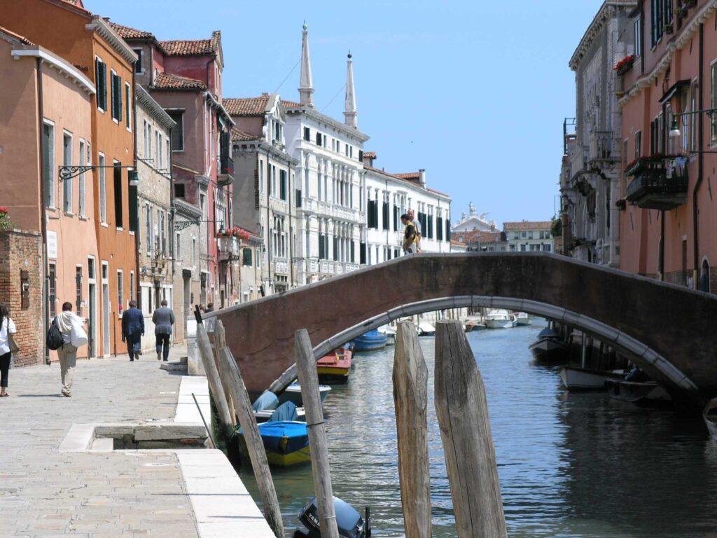 turismo - ristorazione - lavoratori sfruttati - articolo Maurizio Corte - Heraldo.it - photo Thomas Vogel